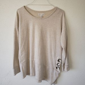 Sweater with small Lace up side
